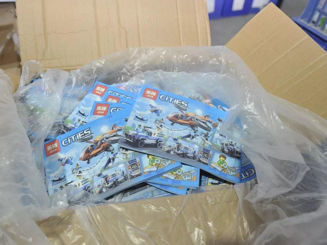 Een Lepin-kloon van de LEGO City-serie. De naam veranderde in 'Cities'.