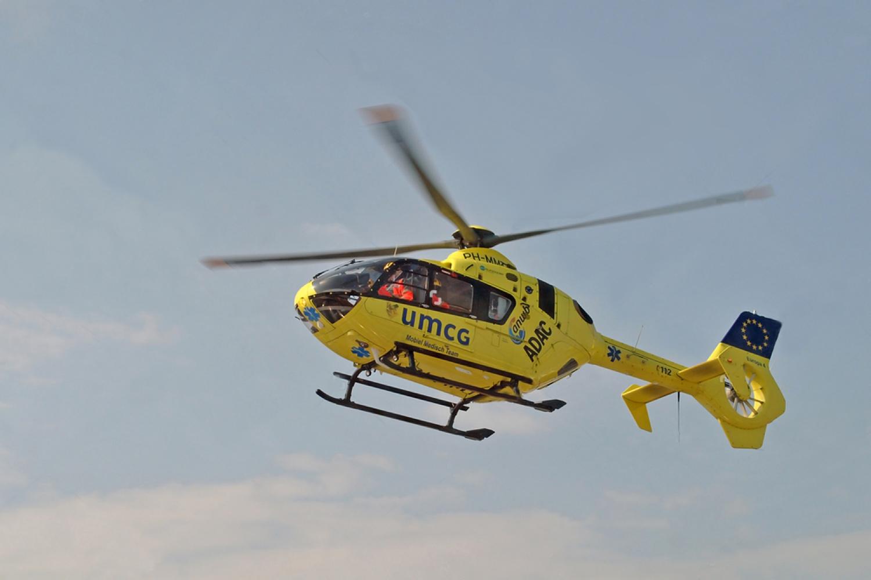 Lifeliner 4 van het universitair medisch centrum Groningen in de lucht